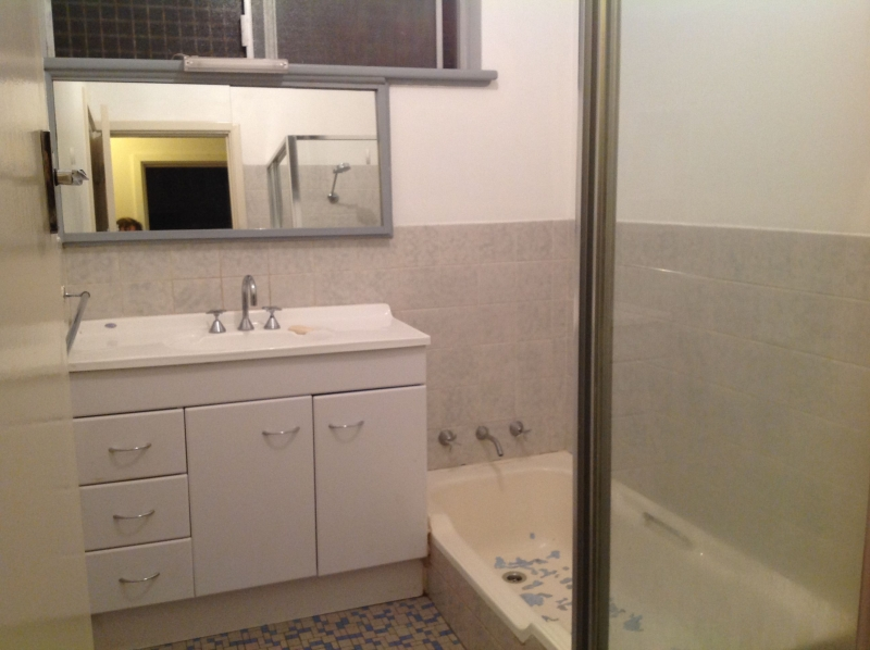 Bathroom-Queens-Park-before-compressor