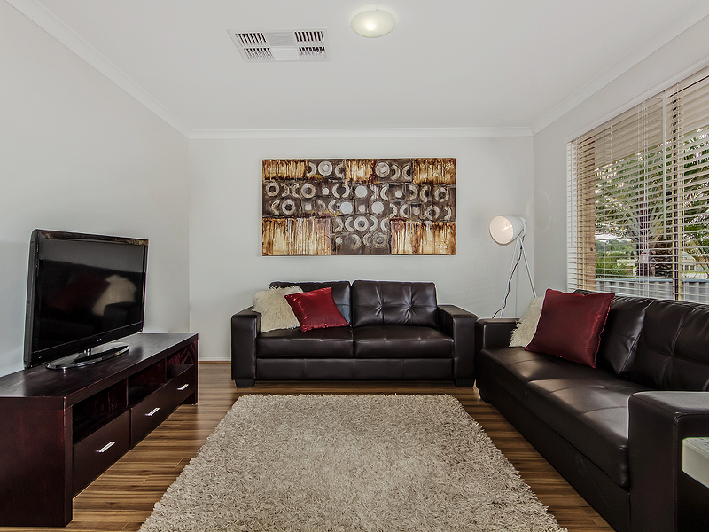 Greenfields Lounge room