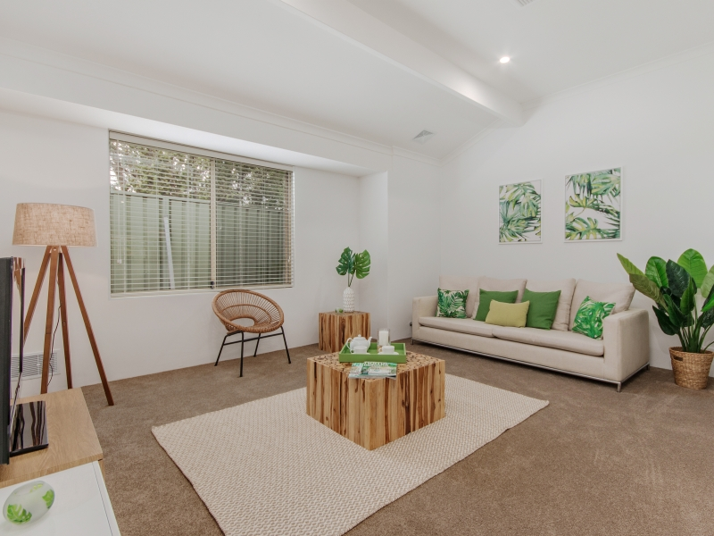 6 Lounge room